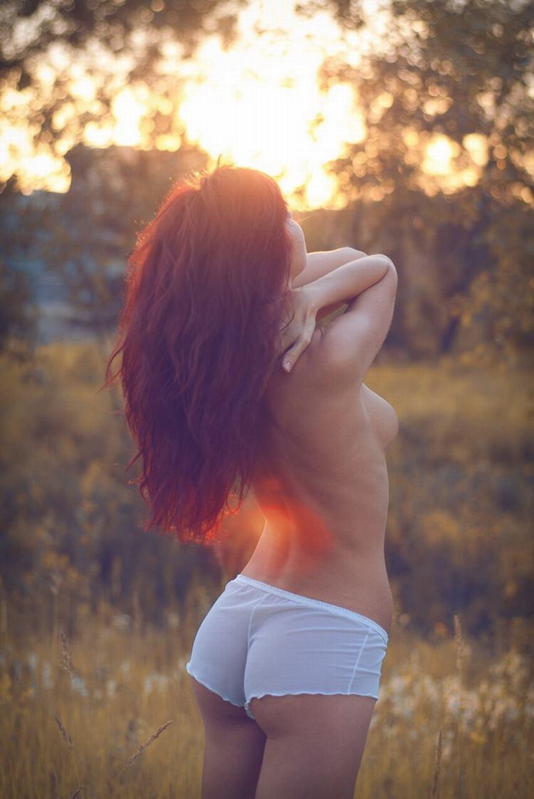 Рыжеволосая девушка со спины 11 фотография